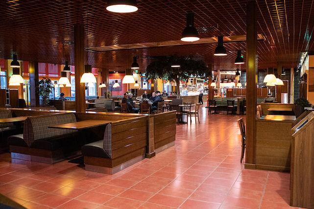 Sisäkuva ABC-ravintolasta Kauhajoella.