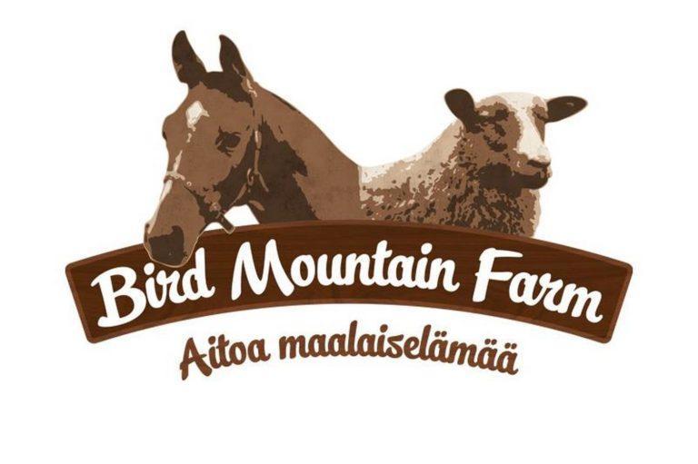 Bird montain farmin logo, jossa tilan nimi sekä lampaan ja hevosen kuva.